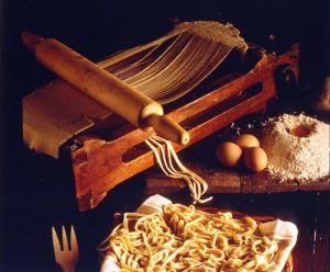 Chitarra per la preparazione degli spaghetti dalla sfoglia (Parma, Archivio Storico Barilla)