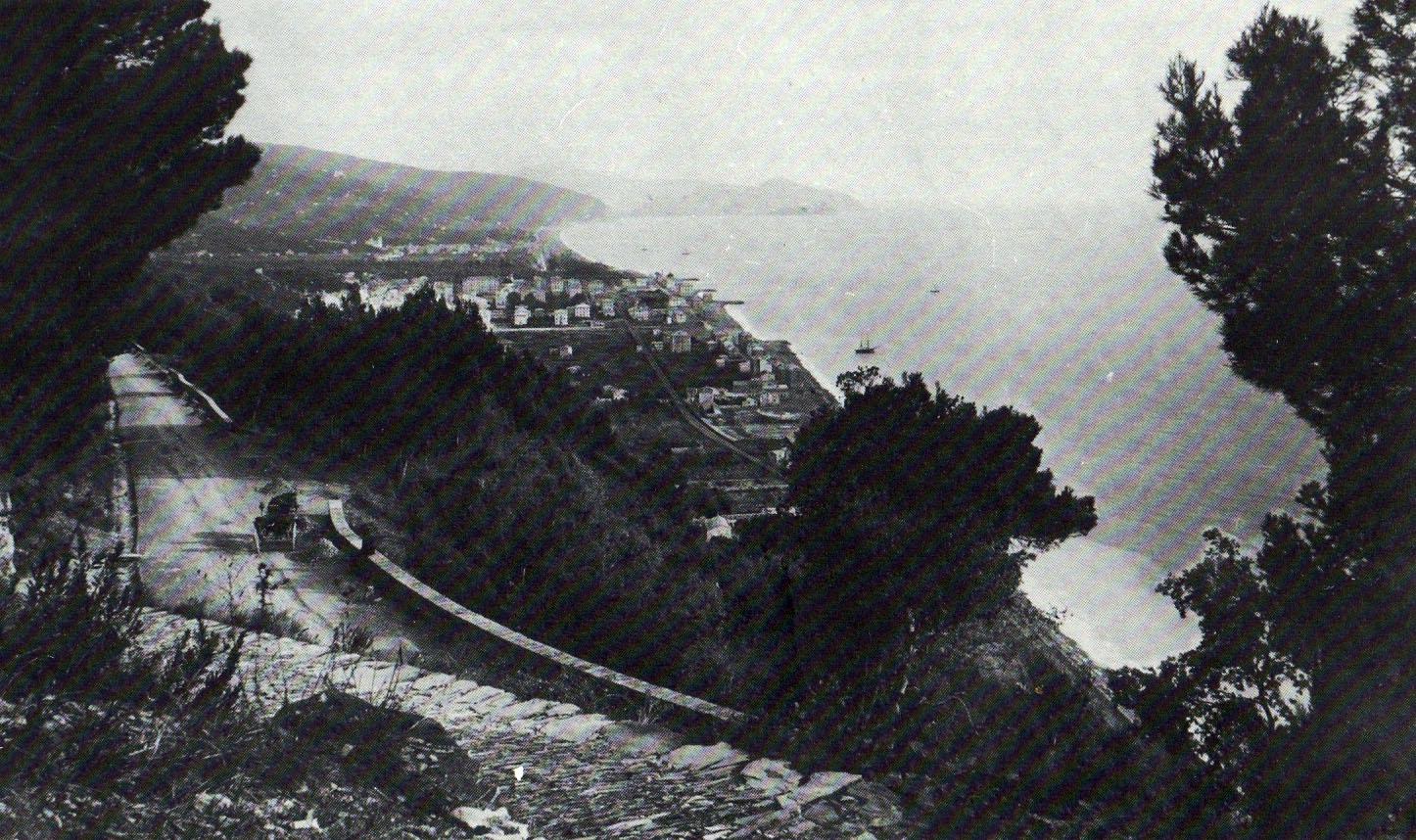 01. Veduta della cittadina di Chiavari, in provincia di Genova, ripresa dalle colline alla fine dell'Ottocento