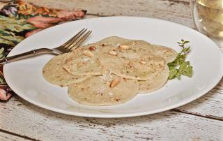 04. Un piatto di corzetti conditi con sarsa de pigneu, la salsa di pinoli