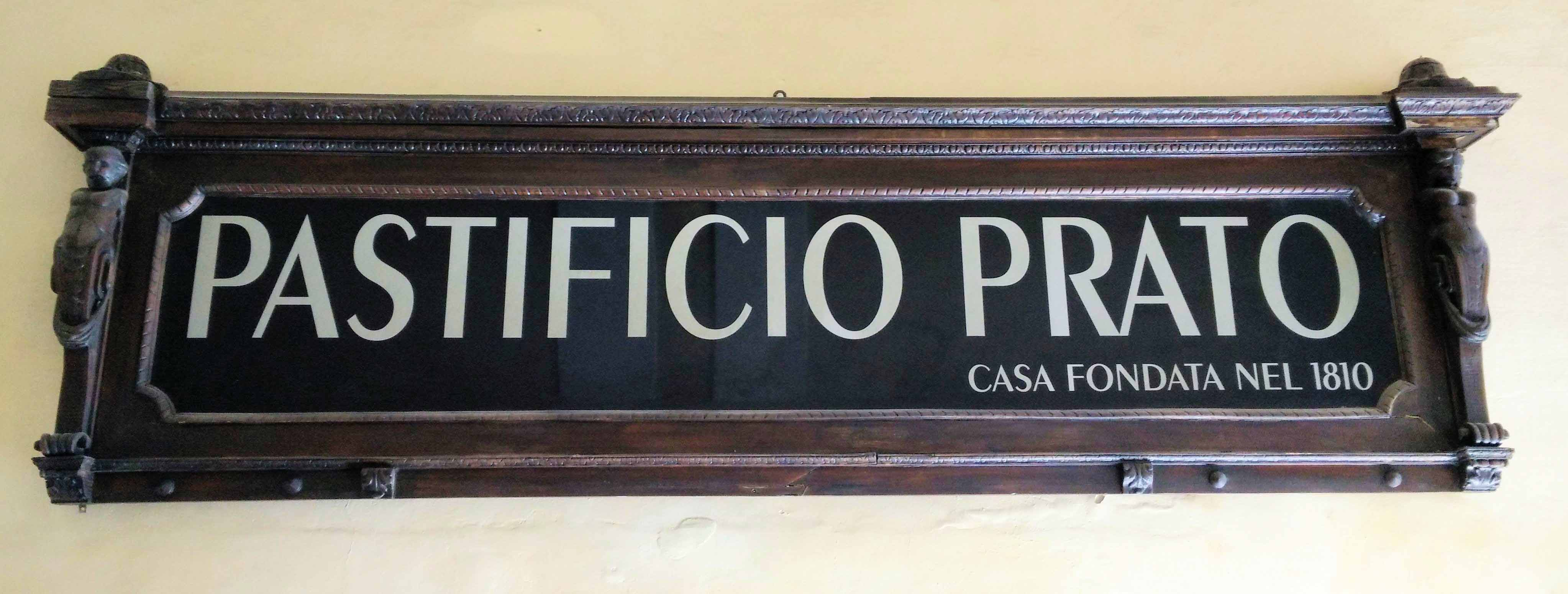 08. L'insegna storica del Pastificio Prato di Chiavari, oggi non più attivo