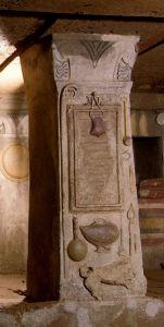 Attrezzi per la preparazione della pasta, fra cui una speronella (Cerveteri, Tomba dei rilievi dipinti).