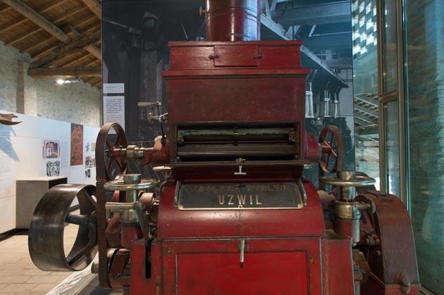 Uno dei primi modelli di mulino a cilindri costruito nel 1890 nella officina di Adolphe Bühler, fondatore nel 1860 a Uzwil in Svizzera della omonima ditta, ora leader mondiale del settore esposto al Museo della Pasta a Collecchio (PR)